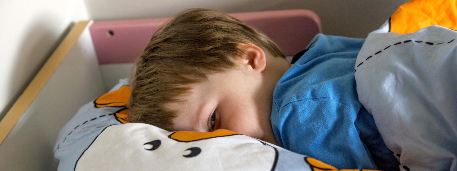 lapsi nukkuu paljon